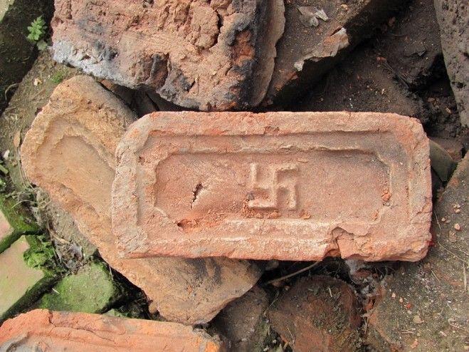 Кирпич не времен гитлеровской Германии, а просто из Непала