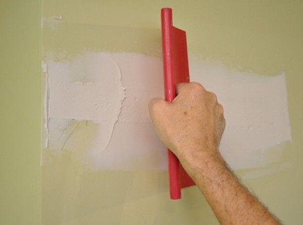 шпаклевание дефектов стены